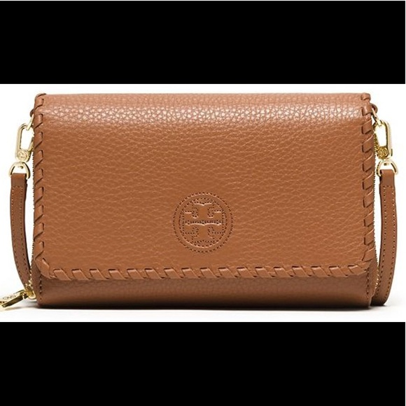 89bc73566a8f Tory Burch Marion Flat Wallet Crossbody Bag. M 5a6492aa05f43052bf1be06d